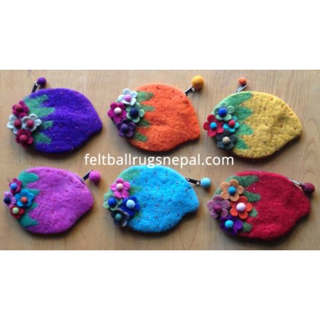 https://feltballrugsnepal.com/156-thickbox_default/6-pieces-felt-straberry-design-purse-.jpg