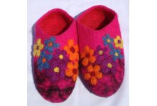 Felt seven flower pink colored shoes