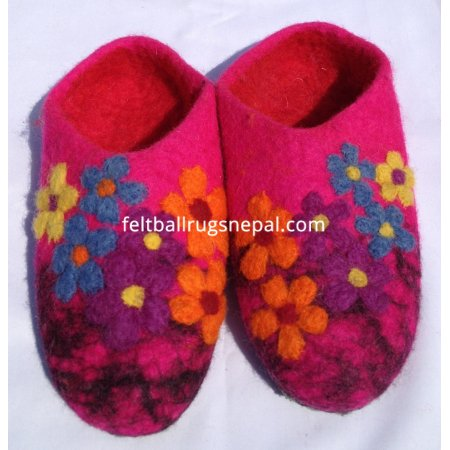 https://feltballrugsnepal.com/193-thickbox_default/felt-pink-colored-slippers.jpg