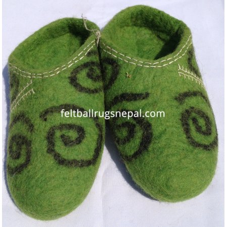 https://feltballrugsnepal.com/195-thickbox_default/felt-green-colored-slipper-.jpg