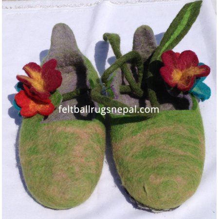 https://feltballrugsnepal.com/198-thickbox_default/felt-lass-design-slipper.jpg