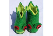 Felt frog design green colored shoes