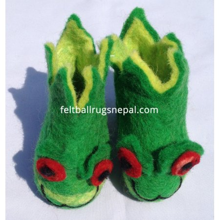 https://feltballrugsnepal.com/207-thickbox_default/felt-frog-design-green-colored-shoes.jpg