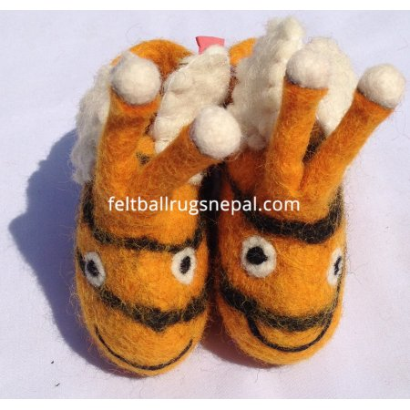 https://feltballrugsnepal.com/210-thickbox_default/felt-honey-bee-design-new-barn-baby-shoes.jpg