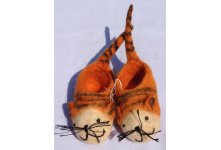 Felt tail tiger baby shoes