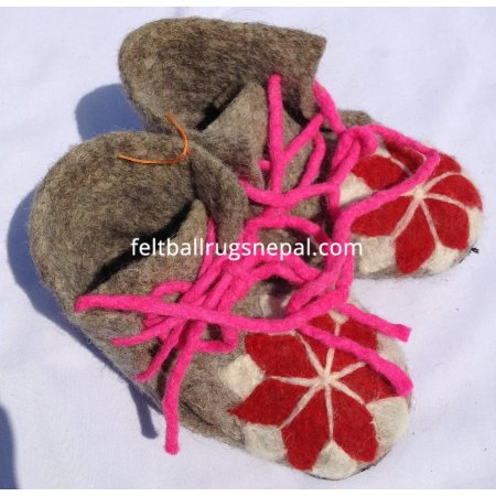 https://feltballrugsnepal.com/222-thickbox_default/felt-shoes-with-rope.jpg