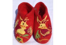 Felt bird design red colored shoes