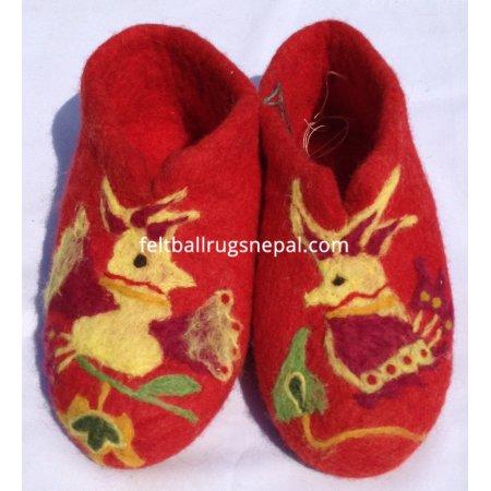 https://feltballrugsnepal.com/225-thickbox_default/felt-bird-design-red-colored-shoes.jpg