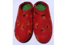 Felt strawberry design slipper