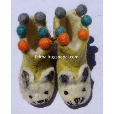 https://feltballrugsnepal.com/264-thickbox_default/felt-cat-design-tinny-shoes-with-ball.jpg