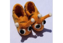 Honey bee design baby shoes