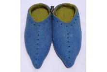 Felt slipper with beads