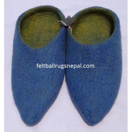 https://feltballrugsnepal.com/314-thickbox_default/felt-plane-slipper-.jpg