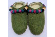 Felt slipper with felt balls