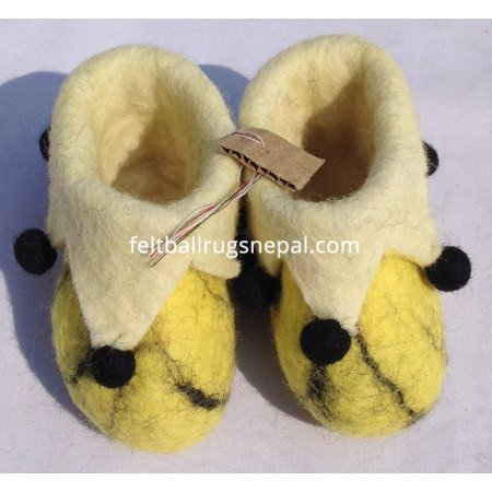 https://feltballrugsnepal.com/330-thickbox_default/yellow-felt-folding-new-born-baby-shoes.jpg