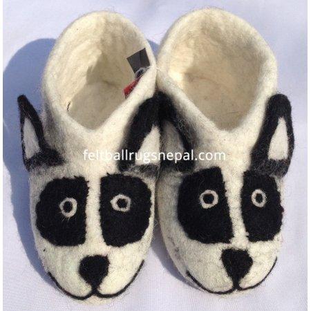 https://feltballrugsnepal.com/341-thickbox_default/new-felt-panda-design-shoes.jpg