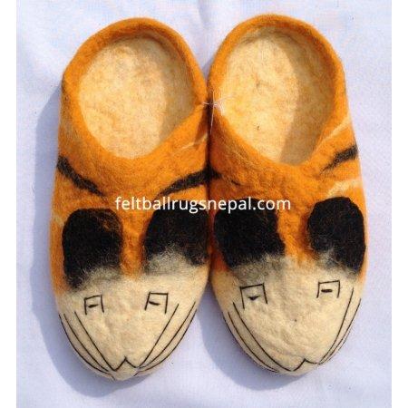 https://feltballrugsnepal.com/392-thickbox_default/tiger-faced-felt-slipper.jpg