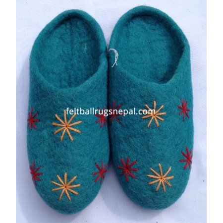 https://feltballrugsnepal.com/393-thickbox_default/felt-crochet-flower-slipper.jpg