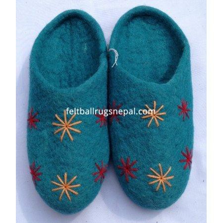 https://feltballrugsnepal.com/393-thickbox_default/felt-crochet-flower-slipper.jpg