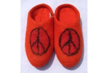 Peace mark felt slipper