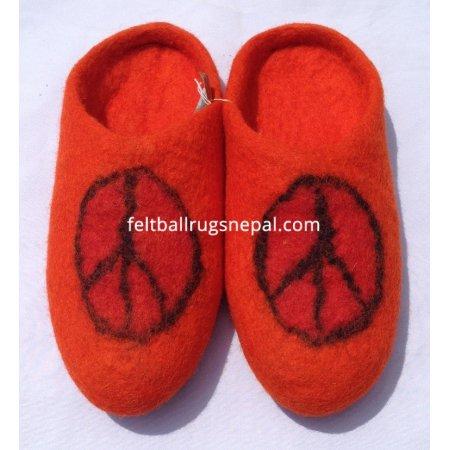 https://feltballrugsnepal.com/395-thickbox_default/peace-mark-felt-slipper.jpg