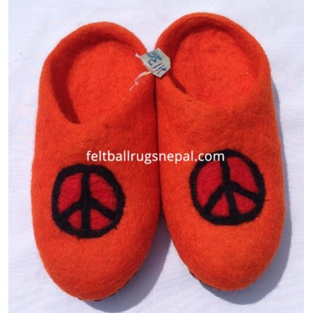https://feltballrugsnepal.com/397-thickbox_default/felt-peace-mark-design-slipper.jpg