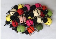 100 Pieces ladybug mix color brooch
