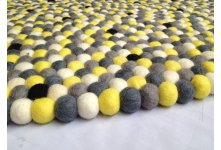 Black dotted round felt ball rug