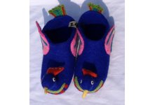 Felt bird design shoe