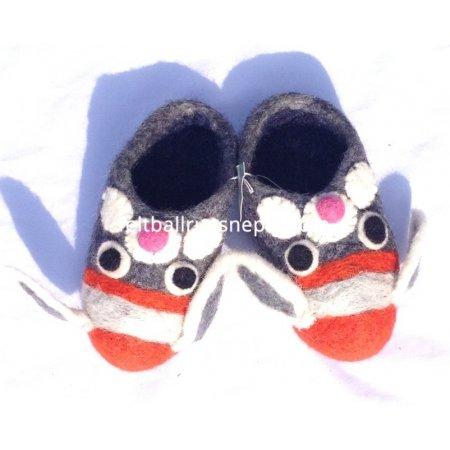 https://feltballrugsnepal.com/686-thickbox_default/felt-dog-design-shoe.jpg