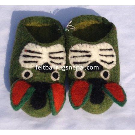 https://feltballrugsnepal.com/687-thickbox_default/felt-animal-faced-slipper.jpg