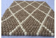 Criss cross pattern felt rug