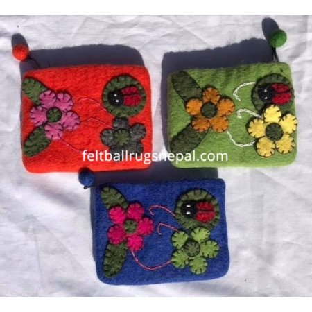 https://feltballrugsnepal.com/916-thickbox_default/felt-ladybird-and-flower-purse.jpg