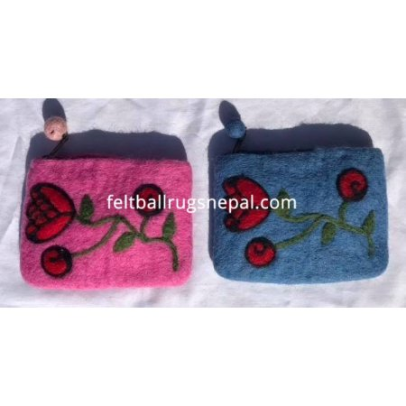 https://feltballrugsnepal.com/917-thickbox_default/rose-felt-purse.jpg