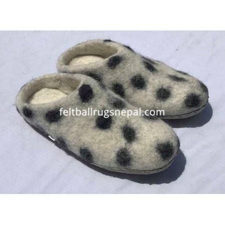 https://feltballrugsnepal.com/967-thickbox_default/felt-white-felt-slipper.jpg