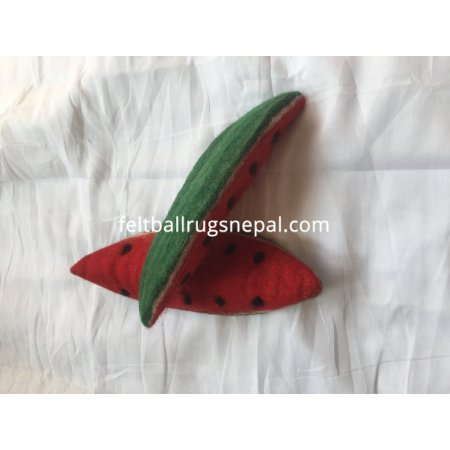 https://feltballrugsnepal.com/984-thickbox_default/handmade-felt-fruits-watermelon.jpg